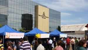 Estações de saúde foram montadas no estacionamento da sede sul-americana da Igreja.