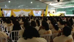 Mil mulheres se comprometem com a missão de evangelizar.