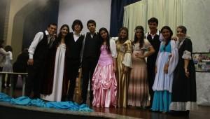Alunos do ensino médio do IAP participam do Sarau Literário.