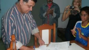 Prefeito aprova projeto de lei na Câmara Municipal de Serra dos Aimorés tornando o Clube de Desbravadores Falcões do Vale como órgão de utilidade pública.