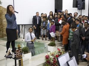 Louvor, adoração, muitas pessos, batismos e gratidão a Deus são palavras que retratam o ambiente da semana
