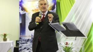 O pastor Roberto Conrad contou suas experiências.
