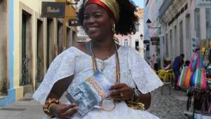 A baiana Eliana Borges espera obter mais conhecimento através do livro.