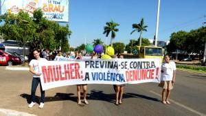 Mais de 600 pessoas participam de passeata do Quebrando o Silêncio em Palmas-TO.