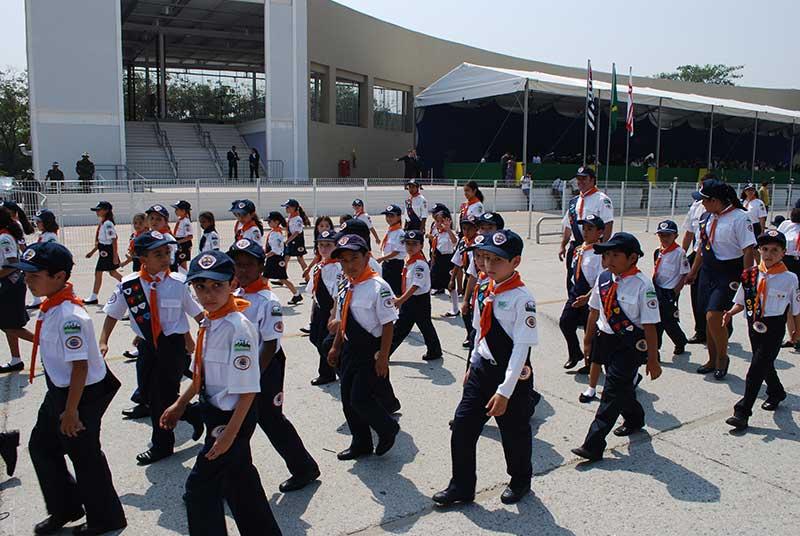 Aventureiros participando do desfile