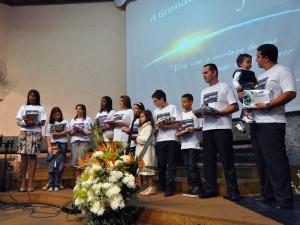 Grupo de pessoas que foram batizadas