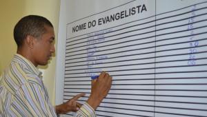 A ideia é que os alunos sejam incentivados a também fazer o primeiro evangelismo.