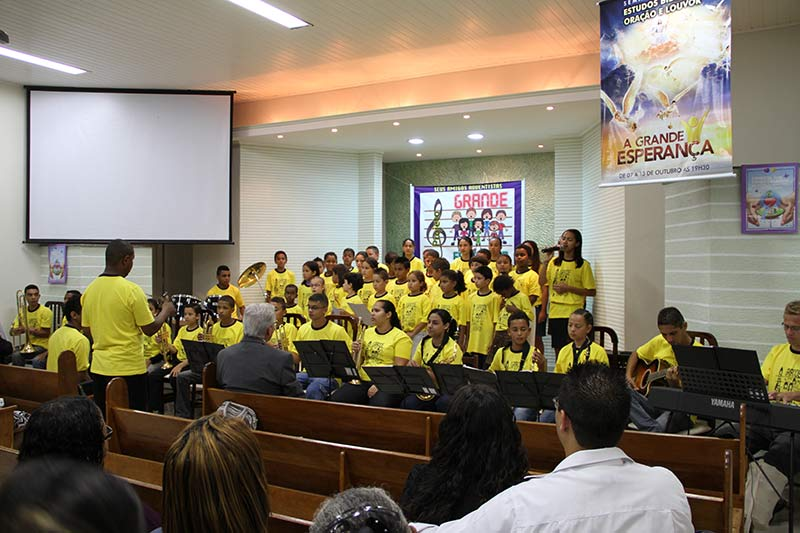 Música especial com as crianças da comunidade