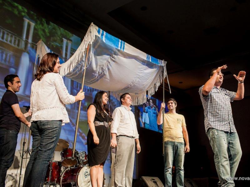 Equipe de jovens participando das peças