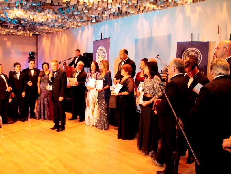Líderes educacionais da rede recebem prêmio