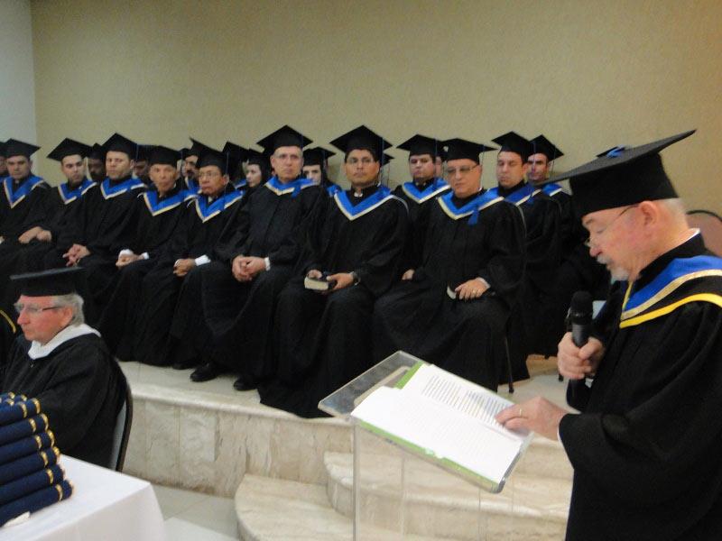 Orador da turma fazendo o discurso