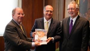 Recebida pelo governador de SP, Geraldo Alckmin em seu gabinete, a comitiva falou sobre o festival e outras ações da igreja em favor da liberdade religiosa.