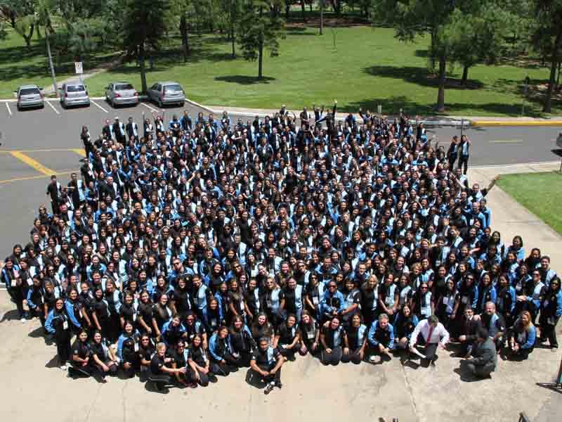 Grupo de professores posa para foto especial da equipe da Educação da Paulistana