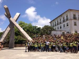 Jovens voluntários espalham esperança na Grande Salvador