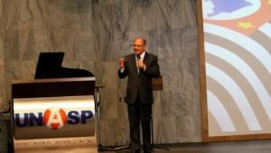 Presença do governador de estado brasileiro mais risco fortalece parceria com UNASP