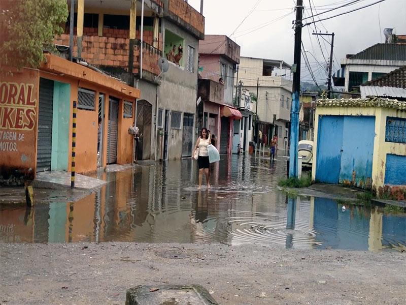 Ruas alagada pela enchente