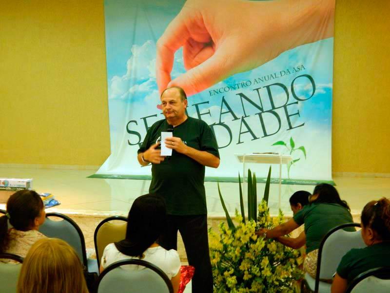 Pastor Mazaro fazendo sua palestra