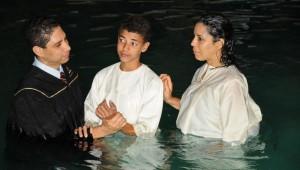 O batismo de Luana Viana e seu filho Thiago.