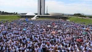 Mobilização contou com música, testemunhos e momentos de oração em grupos
