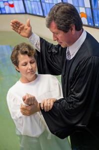 Ivone Santos (e), esposa de Ivan, também foi batizada pelo Pr. Paroschi (d)