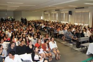 Universitários que  participaram do encontro.