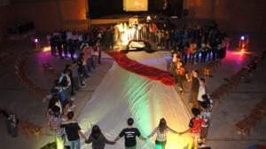 O auge da programação foi uma Santa Ceia preparada de forma especial com um desenho de Cristo no chão feito de tecido.