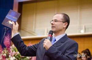 O jornalista Michelson Borges é autor de livros da Casa Publicadora Brasileira e criador do site www.criacionismo.com.br.
