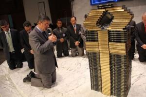 Pastor Erton Köhler frisou necessidade de os líderes usarem a Bíblia na forma impressa e não eletrônica apenas