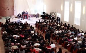 Pr. Ted Wilson pregando na Igreja Central Paulistana