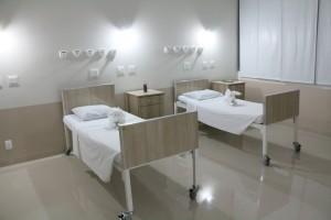 Enfermarias femininas e masculinas, além de dois novos consultórios, recepção, uma sala para procedimentos cirúrgicos dermatológicos e uma sala para curativos.