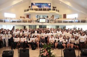 Cada participante foi investido com um bóton, assumindo a missão de levar comunicação de qualidade para suas igrejas e redes sociais.