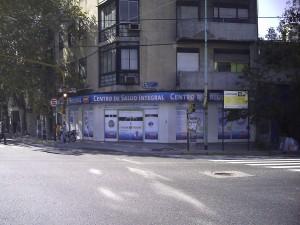 Em local estratégicos, como o centro de Buenos Aires, adventistas se aproximam da comunidade