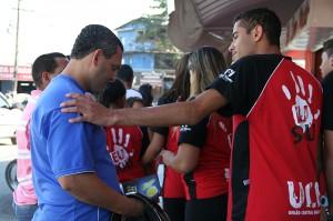 Calebes pelas ruas da comunidade de Vicente de Carvalho, no Grarujá, SP