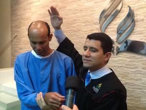 Todos puderam ver emocionados o batismo das pessoas que foram alcançadas por este esforço missionário.