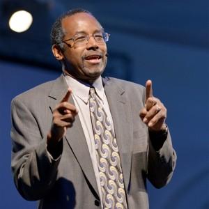 """O Dr. Ben Carson fala no Impacto à África do Sul, Conferência Mundial da Juventude da Igreja Adventista, em Pretória, na sexta-feira 12 de julho. Ele invocou Romanos 8:31 - """"Se Deus é por nós, quem será contra nós?"""" [foto por Daryl Gungadoo]"""