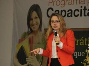 Juliana Abrusio dando instruções internet