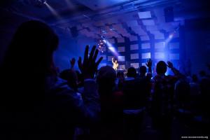 Louvor e adoração são pontos fortes do evento