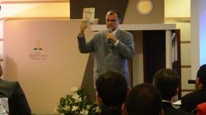 """Pastor Geovani Queiroz, líder da Igreja para Sergipe e Bahia, apresenta livro """"A Única Esperança""""."""