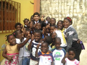 """Kevin """"soterrado"""" pelas crianças em Luanda: motivação para a missão"""
