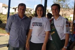 Ao centro, Débora Rodrigues, responsável pelo Ministério da Mulher no Sul de Minas, à sua direita, o prefeito da cidade, Joaquim Laércio e o pastor da igreja de Bom Jardim de Minas, André Fernandes.