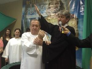 Antes de conhecerem a IASD, Neves e sua esposa passaram pelo espiritismo e uma igreja evangélica.