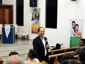 astor Jorge Mário falando aos casais
