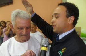 Batismo de Francisco Correia, de 98 anos.