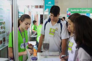 Alunos-de-Colegio-Adventista-visitam-feira-científica-na-Itaipu-Binacional2