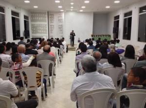 Fieis-sao-batizados-em-templo-de-Gameleira-de-Goias2
