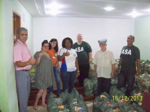 Cerca de 300 cestas foram distribuídas no último domingo.