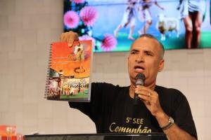 Pr. Miguel Pinheiro apresenta Seminário de Enriquecimento Espiritual 5, cujo tema é Comunhão e Profecia.