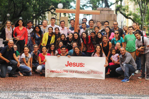 Flash-mob-organizado-por-jovens-apresenta-o-verdadeiro-sentido-da-Pascoa
