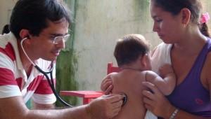Atendimento médico e encaminhamento para hospital nos casos mais graves.