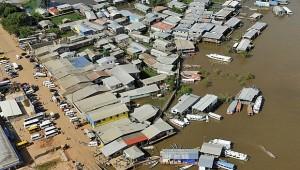 Rio Solimões inunda ruas do Centro de Manacapuru, no AM. Foto G1.